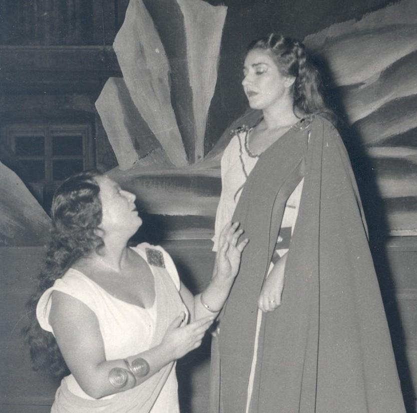 """Elena Nicolai e Maria Callas nei ruoli di Adalgisa e Norma al Teratro Verdi di Trieste (Foto de Rota) - Civico Museo Teatrale """"Carlo Schmidl"""" - CMT F 16698"""