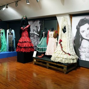 """Vestire la voce: abiti di scena nelle collezioni del Museo Teatrale """"Schmidl"""""""