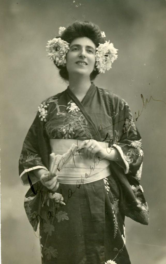 """Nella foto Giuseppina Baldassarre-Tedeschi, prima interprete di Cio Cio San al Teatro Verdi nell'aprile del 1914 Civico Museo Teatrale """"Carlo Schmidl"""" Archivio fotografico F 651"""
